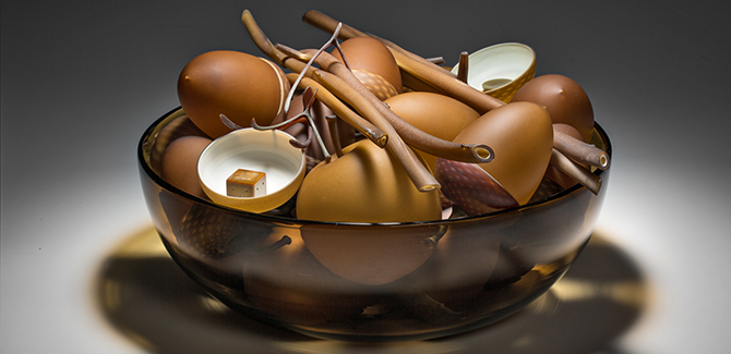 Nick Wirdnam, bowl of plenty (gold) 2014, blown & hot sculpted glass, 23 x 50 x 53cm.