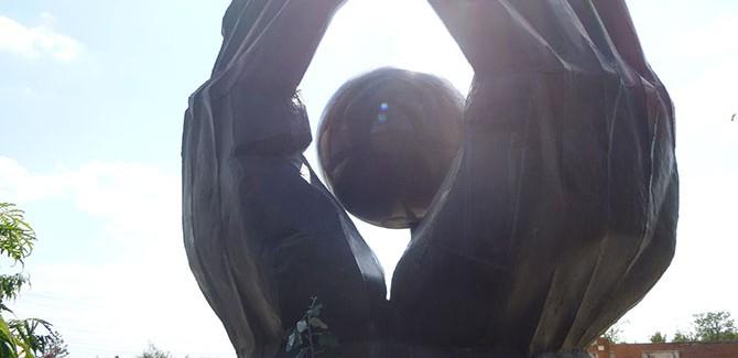 István Kiss (Hungarian, 1927-97), Workers' Movement Memorial (Munkásmozgalmi emlékmű) (1976), steel plates, granite, 3 metres (height). Originally located at 2nd District, Hűvösvölgy. Photo: Inga Walton.