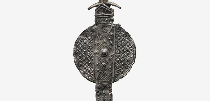 England (Canterbury), (Souvenirs associated with St. Thomas à Becket), Pilgrim badge of a sword (1350-1450), lead alloy, 12.4 x 3.5 cm.
